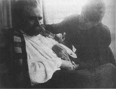 Nietzsche at the barbershop, between June and August 1899
