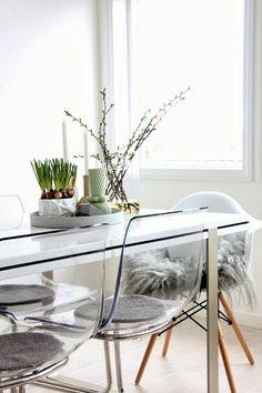 Buffet 2 portes 2 tiroirs en bois laqu blanc pieds ch ne l150cm jacobson r f - Chaise ikea transparente ...