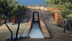 Maison semi-enterrée en pleine nature montagneuse en Corée du Sud, Une-Hyunam-house-par-IROJE-Architects-&-Planners #construiretendance