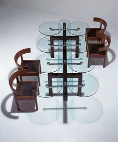 Siematic Glass Furniture This looks like one I designed years ago. Tulip Dining Table, Dining Table Design, Glass Dining Table, Modern Dining Table, A Table, Dining Set, Dining Rooms, Glass Furniture, Unique Furniture