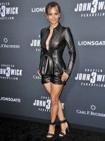 Halle Berry attends Special Screening of Lionsgate's 'John Wick: Chapter 3 - Parabellum' in Hollywood Estilo Halle Berry, Halle Berry Style, Halle Berry Hot, Beautiful Celebrities, Beautiful Actresses, Pantalon Vinyl, Hally Berry, Jenifer Aniston, Style Outfits