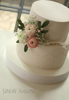 Ranunculus Wedding Cake by Sihirli Pastane - http://cakesdecor.com/cakes/266692-ranunculus-wedding-cake