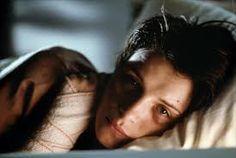 Após um trágico acidente em que morrem seu marido e sua filha, a famosa modelo Julie (Juliette Binoche) decide renunciar sua própria vida. Ela se afasta de tudo e todos e assume o anonimato em meio a multidão parisiense.