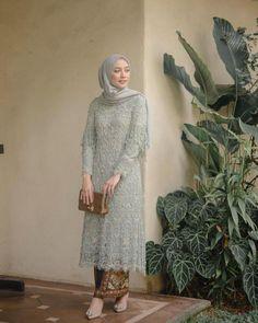 10 Kebaya Hijab Mega Iskanti, Ada yang Kece Banget buat Wisuda! Model Kebaya Brokat Modern, Kebaya Modern Hijab, Dress Brokat Modern, Kebaya Hijab, Model Kebaya Muslim, Dress Muslim Modern, Kebaya Lace, Batik Kebaya, Kebaya Dress