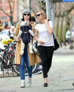 Fancy footwear: Hailey strut her stuff in towering stiletto heels and showed off the new bangs she recently had cut Orange Is The New Black, Taylor Schilling Laura Prepon, Alex And Piper, Grey Stuff, Lesbians Kissing, Hailey Baldwin, Girl Day, Kendall Jenner, Suits For Women