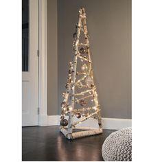 Unusual Christmas Trees, Driftwood Christmas Tree, Wall Christmas Tree, Creative Christmas Trees, Diy Christmas Lights, Alternative Christmas Tree, Christmas Tree Design, Modern Christmas, Christmas Crafts For Kids