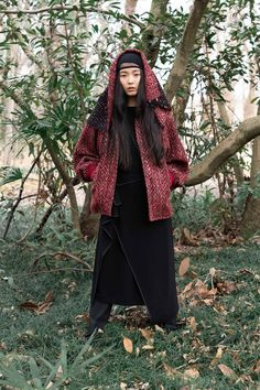 Y's Fall 2019 Ready-to-Wear Fashion Show - Vogue Yohji Yamamoto, Ready To Wear, Raincoat, Fashion Show, Runway, Vogue, Fall, How To Wear, Jackets