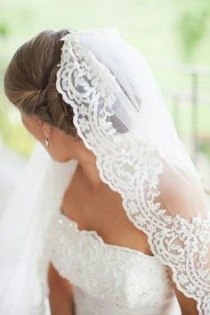 {Mantilla Wedding Veil With Scalloped Lace Edge}