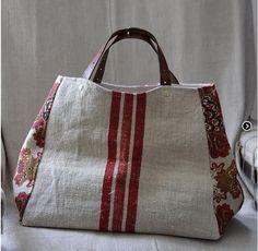 Para inspiração: uma bolsa elegante, de tecido rústico, forrada com bolso simples interno com 54 cm de largura, 27 cm de altura e 30 cm de profundidade. As alças podem ser feitas com material sinté…
