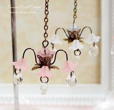 1:12 Scale, Miniature Dollhouse Ceiling Lamp Light, Lighting, Sweet Flower, Pink, White, dollhouse Display, Furniture, Antique, Romantic, Kawaii, Cute, Dolls, Miniatures, Miniature, Home Decor, ceiling light, doll house, Faux Light, Shabby Chic, Chandeliers, Chandelier, miniature light, miniature furniture, hanging lamp, tiffany light, dollhouse decoration, Handmade, Pendant Lamp.
