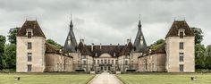 Zufahrt – Trügerische Symmetrie bei so viel Geschichte: Ist das französische Château tatsächlich so perfekt gebaut? 2014, MD | © www.piqt.de | #PIQT
