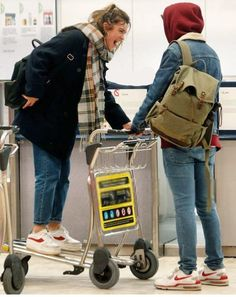 "kaotikos🥝 en Twitter: ""Alfred y Amaia en el aeropuerto de Madrid… "" Best Hotels In Madrid, Divas, Madrid Travel, Thalia, Love People, Bradley Mountain, Aesthetic Clothes, Trip Planning, Cute Couples"