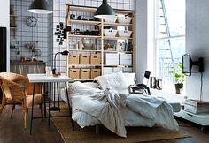 Úložné prostory raději umístěte do komor, šaten a vestavných skříní. Otevřené police nejsou ideální ; IKEA