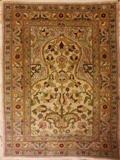 سجاد هركه حرير تركيه قديمه. نقش عثماني. Antique Turkish  Hereke rug Ottoman design