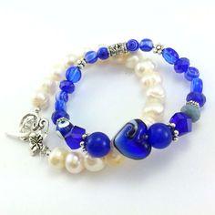 Komplet bransoletki perły i kryształki w kobalcie i ecru Beaded Bracelets, Jewelry, Fashion, Bracelet, Jewellery Making, Moda, Jewerly, Jewelery, Fashion Styles