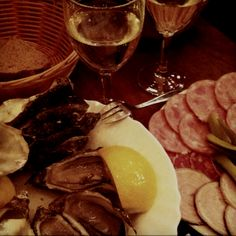 Oysters, Sausages and Sparkling White Wine..❤