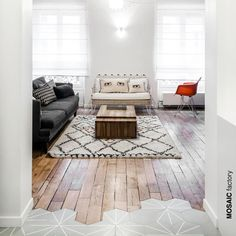Light and bright Scandinavian style living room with beautiful floor transition . Interior Design With Tiles, Flooring, Grey Tile Pattern, Hexagon Tile Floor, Interior Design, Beautiful Tile Floor, Living Room Flooring, Living Room Tiles, Floor Design