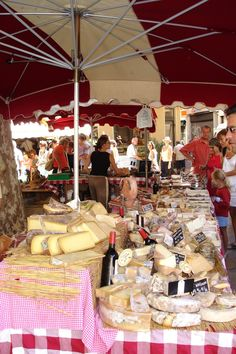 Provencal market stall via That's Not My Age