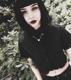 She looks just like one of my OCs wow Hipster Grunge, Grunge Style, Soft Grunge, Goth Style, Dark Fashion, Grunge Fashion, Gothic Fashion, Latex Fashion, Female Fashion