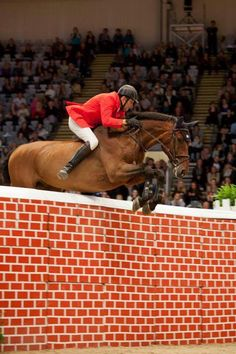Like a BOSS!  Ireland's John Hickey riding Cactus and winning the Bareback Puissance Competition at Oslo.