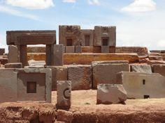 Puma Punku, parte del complejo monumental de Tiwanaku cercano al poblado de Tiwanaku en el Departamento de La Paz, Bolivia