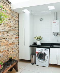 O banheiro mudou de lugar, algumas paredes foram substituídas por vigas metálicas. Só a fachada, tombada, foi mantida.