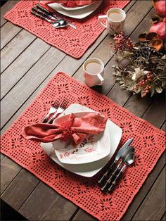 Pretty place mats! One day when I get good, I'm so crocheting these!