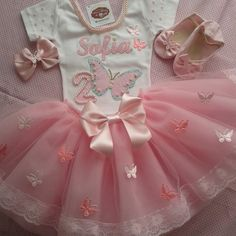 Kit tutu princesa luxo no Baby Girl Birthday Dress, Ballerina Birthday, Birthday Dresses, Baby Dress, Tutu Frozen, Baby Diy Projects, Kids Dress Wear, Baby Boy Themes, Baby Bling