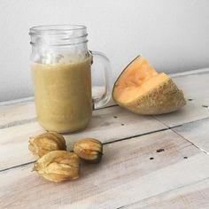 """38 tykkäystä, 1 kommenttia - Personal Trainer Nataša Höök (@muaytasha) Instagramissa: """"Pineapple, cantaloupe, cape gooseberry, banana smoothie 🍌👌🏼 Yum yum yum! #breakfast #breakfastlover…"""""""