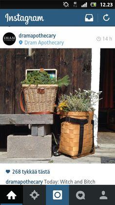 Foraging baskets