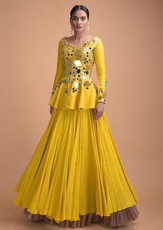 Stylish Kurtis Design, Stylish Dress Designs, Designs For Dresses, Indian Gowns Dresses, Indian Fashion Dresses, Indian Designer Outfits, Fashion Clothes, Peplum Top Outfits, Peplum Tops