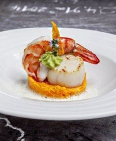 - Recipe Fried Scallop Shrimp Carrot Confit Coconut Chilli Kaffir Perfume by Dieter Müller: How Germ - Fish Recipes, Seafood Recipes, Gourmet Recipes, Cooking Recipes, Masterchef, Good Food, Yummy Food, Yummy Lunch, Fish Dishes