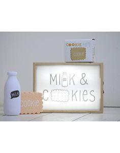 Caja de luz Lightbox de madera para pósters originales y divertidos combinada con la luz quitamiedos milk - Minimoi