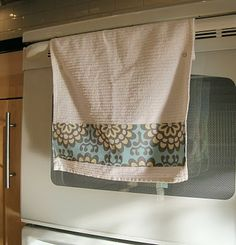 This is so easy and a cute way to dress up your kitchen or bathroom!  I've gotta start making these to get rid of the extra fabric I have laying around!