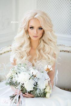 Крупные локоны - самый популярный вид распущенной прически не только на свадьбу, но и на любое мероприятие - вечеринка, Новый Год, День Рождение, девичник