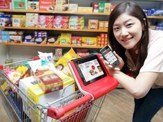 smart shopping cart by SK telecom - pilot testing of a 'smart cart' program in china's shanghai lotus supermarket with a shopping art service that integrates with smartphones to provide store and product information tailored to user's needs. New Gadgets, Cool Gadgets, Mobiles, Marketing Mobile, Ecommerce, Le Terminal, Digital Retail, Sk Telecom, Innovation