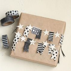 Wrapping gifts with Washi Tape! simple Wrapping gifts with Washi Tape! Present Wrapping, Creative Gift Wrapping, Creative Gifts, Wrapping Papers, Diy Wrapping Presents, Simple Gift Wrapping Ideas, Birthday Wrapping Ideas, Grad Gifts, Diy Gifts