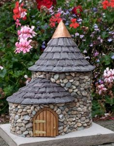 Express Your Fantasy with Garden Fairy House : DIY Fairy Houses For The Garden. Diy fairy houses for the garden. Indoor Fairy Gardens, Fairy Garden Houses, Miniature Fairy Gardens, Outdoor Gardens, Small Garden Tools, Diy Garden Decor, Garden Ideas, Backyard Decorations, Fairy Garden Accessories