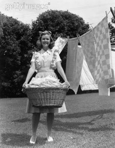 Vintage Photograph - Happy Housewife on laundry day. Vintage Pictures, Old Pictures, Old Photos, Vintage Housewife, Vintage Laundry, The Good Old Days, Yin Yang, Vintage Photographs, Back In The Day