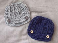 Gratis patroon van muts met klep / free pattern Newsboy Hat (translated in Dutch + link to original English pattern) Newborn Crochet, Crochet Baby, Hat Crochet, Baby Bonnets, Santas Workshop, News Boy Hat, Crochet For Boys, Head And Neck, Crochet Clothes