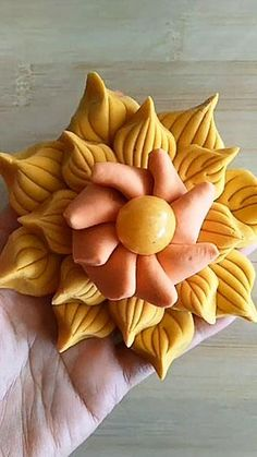 Cake Decorating Piping, Cake Decorating Videos, Cake Decorating Techniques, Super Cool Cakes, Birthday Cake Video, Cake Designs For Girl, Fondant Flower Tutorial, Amazing Food Art, Creative Food Art