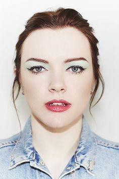 pj harvey's 90s hyper-fem make-up via never underdressed