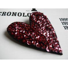 Una fantastica spilla, fatta a mano, di paillettes e perline. Un bel pensiero per San Valentino!