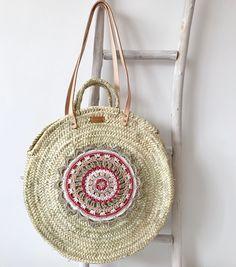Supernatural Style | https://pinterest.com/SnatualStyle/ Capazo mandala asas largas / Mandala basket long handles