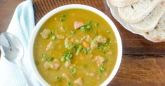 Slow Cooker Green Split Pea Soup with Ham Pea Recipes, Lentil Recipes, Crockpot Recipes, Soup Recipes, Cooking Recipes, Yummy Recipes, How To Cook Greens, How To Cook Ham, Green Split Pea Soup
