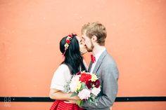 Mariage indie et bohème face à la mer au pays basque | Ela & the Poppies…