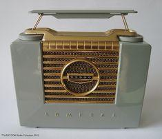 ADMIRAL portable tube radio (USA ca.1953)