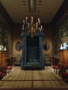 Captivating Gothic Canopy Bed Curtain Design Ideas With Victorian Styles 35 Gothic Interior, Gothic Home Decor, Interior Modern, Home Interior, Victorian Gothic Decor, Black Bedroom Furniture, Gothic Furniture, Bedroom Decor, Vintage Furniture
