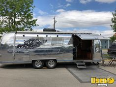 Vintage 1977 Airstream Mobile Barbershop for Sale in Alberta! Mobile Hair Salon, Mobile Beauty Salon, Hair And Nail Salon, Hair And Beauty Salon, Vintage Hairdresser, Mobile Barber, Salon Stations, Vintage Airstream, Vintage Campers