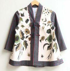 Batik Kebaya, Batik Dress, Blouse Styles, Blouse Designs, Blouse Batik Modern, Batik Blazer, Mode Batik, Simple Kurtis, African Blouses
